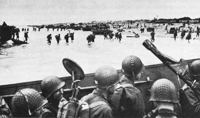 4th Infantry Division at Utah Beach, at Normandy, France - photo from U.S. War Department National Archives, Washington, D.C.