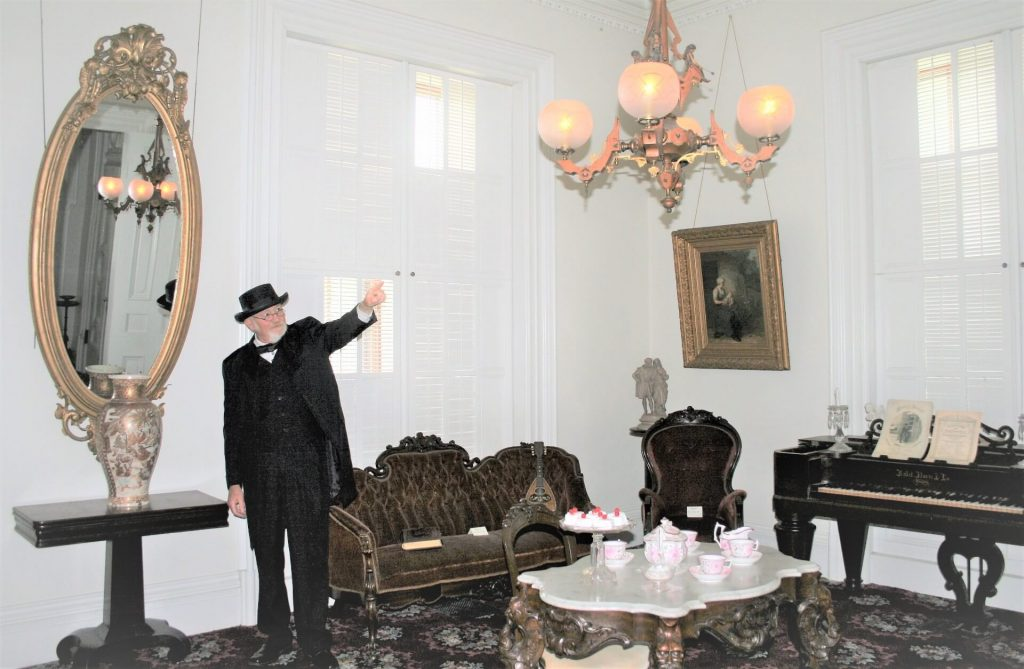 Jim Dumke giving a tour of the Lincoln Tallman House