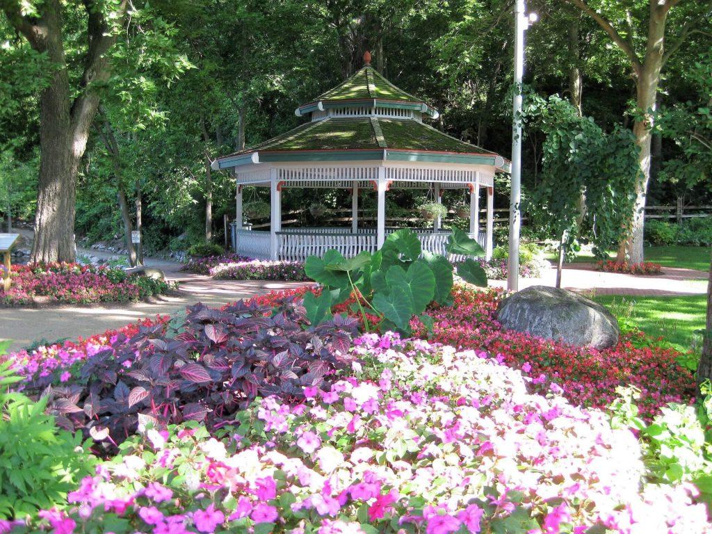 RBG Gazebo Garden