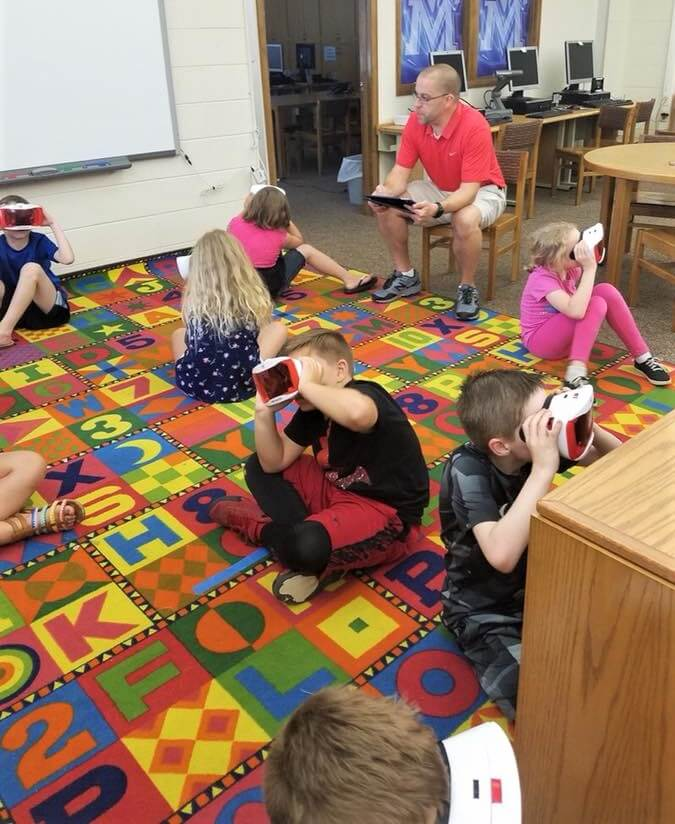 Monroe Elementary Students Learning with Virtual Reality Headsets